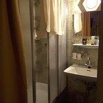 Robinetterie très vétuste pas de chauffage dans la salle de bain