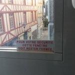 Ne surtout pas ouvrir les fenêtres ! Risque de surdité !
