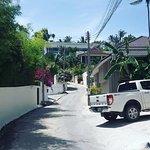 дорога от отеля к пляжу