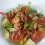 Massas, frutos do mar , filé de robalo, salada de camarão,  Tudo isso e muito mais com uma assis
