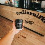 káva so sebou v štýlových pohároch