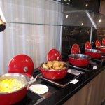 pratos quentes no café da manhã