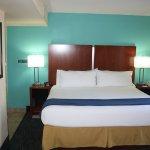 Photo de Holiday Inn Express & Suites Wilmington - University Center