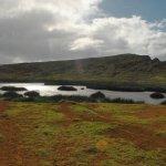 Belleza que impresiona. Vista de la laguna, volcán Rano Raraku