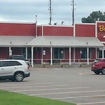 front of and parking lot for Bob Evans