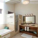 Oleander Superior Garden Suite Bathroom