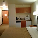 adjoining rooms! one cup coffee maker, dishwasher (? no dishes), fridge, microwave