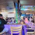Photo de Mama Kwan's Grill & Tiki Bar