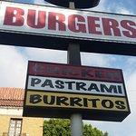 Dino's Chicken and Burgers照片