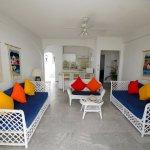 Suite de lujo con sala amplia y barrade cocina integral