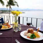 Restaurante Paradise ubicado dentro del complejo Dolphin Cove Inn con deliciosos platillos