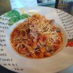 спагетти с говядиной и овощами
