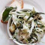 Ensalada de col con espinaca y papas