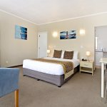 Studio provides spacious accommodation for a couple, comprise a queen bed in the shared lounge a