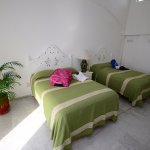 Studio with two double beds. Standard con 2 camas matrimoniales