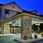 Photo of La Quinta Inn & Suites Milwaukee Delafield