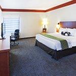 Photo de La Quinta Inn & Suites Dallas Love Field