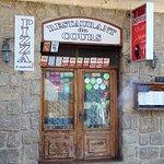 Petit resto spécialités Corse, situé dans une petite rue à côté de la Place de la Libération