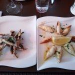 Frittierte Sardinen und gegrillte Calamares