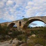 Le Pont Julien à 3 km du Mas Jorel