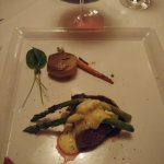 50z filt mignon with carrot, onion and asparagus