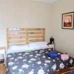 La camera da letto, con letto assai ampio (ca 2 mt)