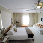 Spacious Sea Facing room, Fan, Aircon, LED TV, Free WIFI, Tea&Coffee, Mini Bar Fridge