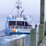 de boot waarmee de tochten worden gemaakt