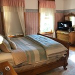 SL Baker room with king bed and Jacuzzi