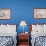 Foto de Days Inn & Suites Cambridge