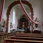 Sicht auf den Altar in der Klein-Heiligkreuz Kapelle