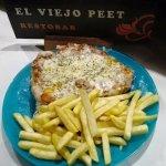 SECRETO a la pizza con salsa de tomate, chimichurri, queso mozzarella y patatas fritas. ¡Repetir
