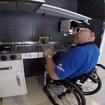 Cocina de la habitación, accesible con silla de ruedas