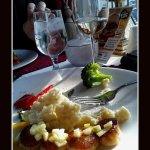 Seared Scallops w/garlic, oregano mashed potatos & vegetables.