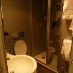 Interior del baño, para personas delgadas!!