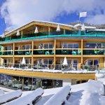 Winterpanorama 2017 Das Hotel direkt an der Gondelbahn und Talabfahrt