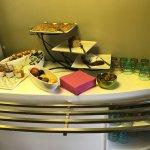Hotel décoré avec soins, petits déjeuner bien garnis, salle de sport gratuite
