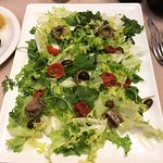 Green salad with anchoives and tomatoes