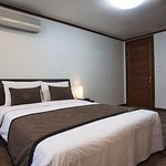 Coatel Suite room - Separated living room - 2 private rooms, Queen beds or single beds for 4 per
