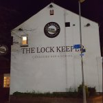 Fine canal side pub.
