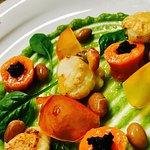 ZEN...MARTINI capesante brasate, crema di piselli, fagioli, carote, petali di pomodori e spinaci