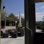 Uitzicht op het terras en de gril