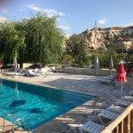Photo de Holiday Cave Hotel