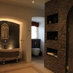 Quirky bathroom for Kings room - be aware, need to walk few steps over the stairs
