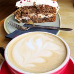 Latte & Hummingbird Cake at The Mountain Cafe (04/Sept/17).