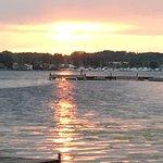 Snug Harbor Inn resmi