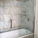 Corner room #608 Superior Double - Bathroom