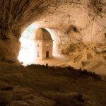 Entrando in questa grotta sembra che il tempo si dilati e, solo con te stesso, contempli il Temp