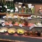 Petit dèj autrichien, produits bio locaux (miels, jus de fruits, oeufs...), fromages autrichiens