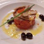 Primero: tomate con atún